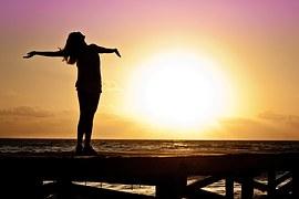 woman-free-sunset